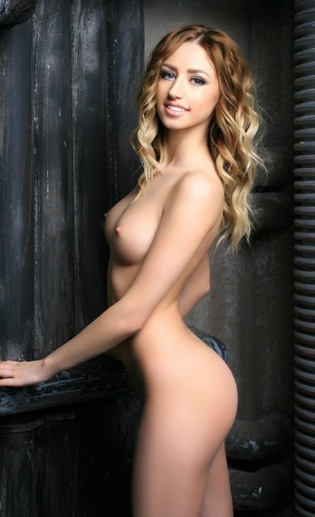 Monika, stunning Russian escort in Rome for sex