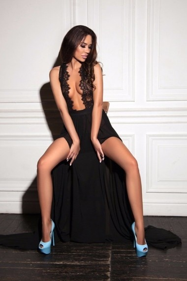 Aria, beautiful Russian escort who offers girlfriend experience in Rome