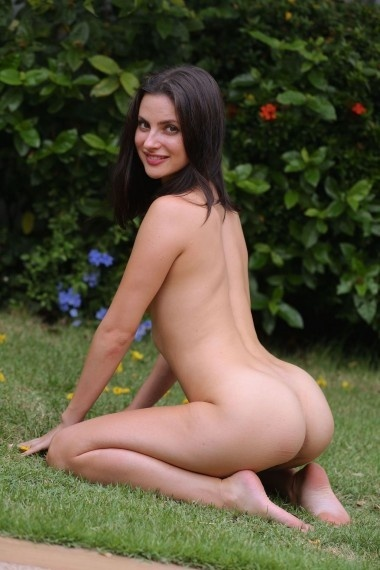 Evonna, beautiful Russian escort who offers french kissing in Rome