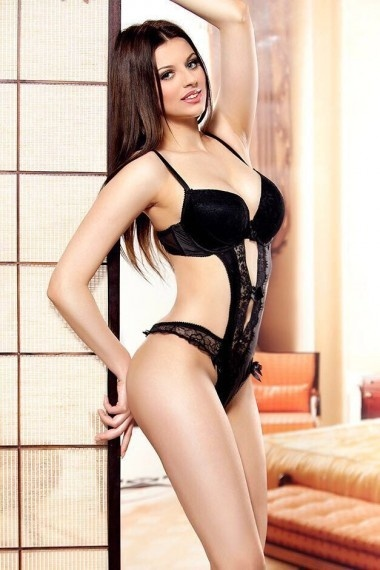 Katrina, beautiful Russian escort who offers french kissing in Rome
