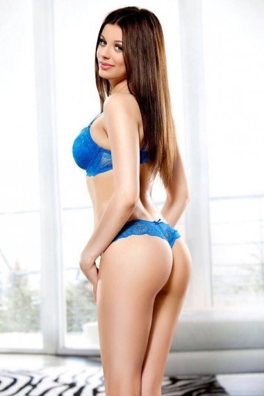 Katrina, beautiful Russian escort who offers oral job in Rome