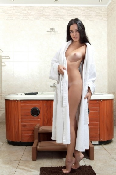 Zlata, beautiful Russian escort who offers french kissing in Rome